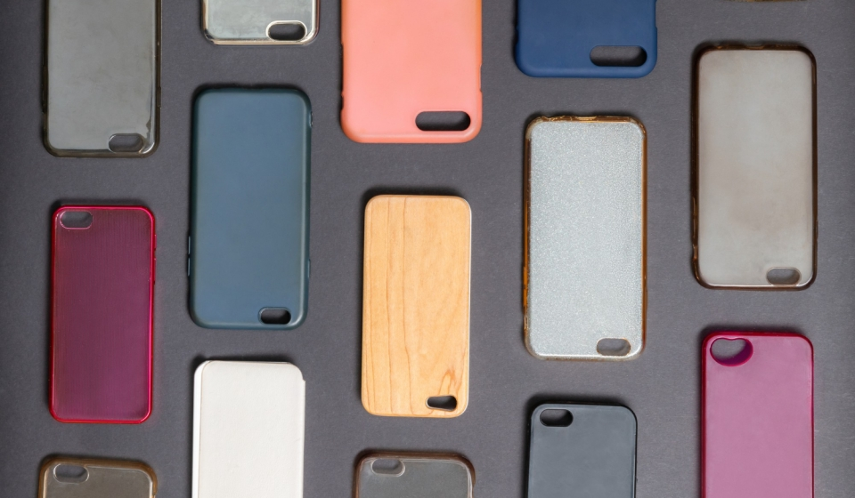 pile-multicolored-plastic-back-covers-mobile-phone-1